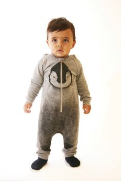 Unisex hooded jumpsuit with Penguin print! Zip closure and ribbed cuff at wrist and ankle. Dropped crotch allows plenty of movement while keeping the child warm. Oversize cut for a modern silhouette. Brushed inside. 100% Organic Cotton