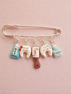 Brooches – Toothpaste and toothbrush brooch – a unique product by NahootDesign on DaWanda Polymer Clay Kawaii, Fimo Clay, Polymer Clay Projects, Polymer Clay Charms, Polymer Clay Art, Polymer Clay Jewelry, Clay Earrings, Clay Crafts, Clay Keychain