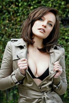 """The Fappening Sexy photos of Elisabeth Moss. Elisabeth Moss is a 34 year old American actress of theater, film and television, winner of the award """"Golden Elizabeth Moss, Margaret Atwood, Ella Moss, Gorgeous Women, Beautiful People, Beautiful Celebrities, Perfect People, Pretty People, Fred Armisen"""
