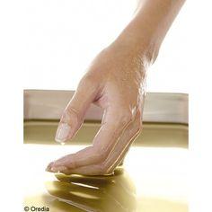 Préparation pour ongles cassants - un jus de citron - du bicarbonate - de l'huile d'olive ou huile d'argan  La préparation : Mélangez le jus de citron à 1 cuillère à soupe de bicarbonate. Faites chauffer 35 secondes au four à micro-ondes.  Le temps de pose : On tremper ses ongles 3 à 4 minutes dans la préparation.  Le rinçage : Nettoyez-vous les mains et procédez à un modelage de chacun de vos doigts avec quelques gouttes d'huile d'argan ou d'olive afin de réhydrater la peau.