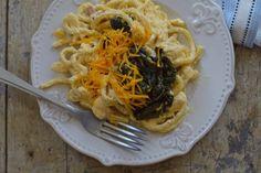 Krémsajtos, sonkás spagetti spenóttal (vagy spenót nélkül)   Rupáner-konyha Spagetti, Cheddar, Cupcake, Egy Nap, Ethnic Recipes, Food, Cheddar Cheese, Cupcakes, Eten