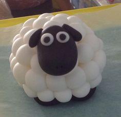Sugarpaste sheep