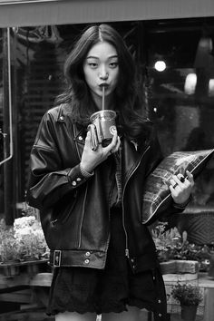 Find images and videos about girl, model and woman on We Heart It - the app to get lost in what you love. Aesthetic Photo, Aesthetic Clothes, Pretty People, Beautiful People, Mode Ulzzang, Foto Casual, Mein Style, Aesthetic People, Grunge Hair
