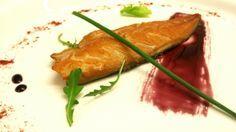 sgombro marinato e affumicato con riduzione di vino rosso
