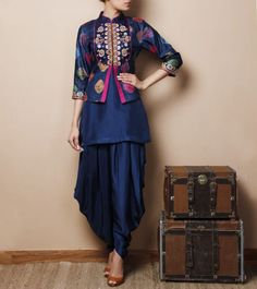 Shop Party Wear Suits & Salwar Kameez from quintessential Designer Suits collection at Indianroots. Browse exclusive Indian party dresses and designer suits for women from Indianroots Party Wear Suits online shopping collection Saris, Pakistani Dresses, Indian Dresses, Indian Outfits, Anarkali Dress, Western Dresses, Designs Tie Dye, Blouse Designs, Desi Wear