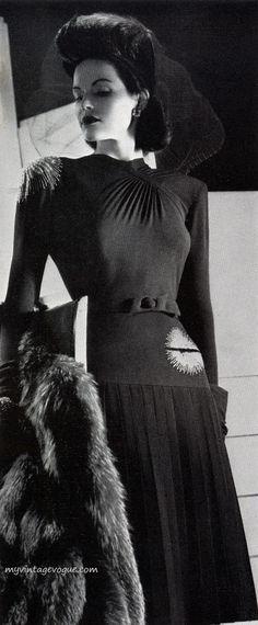 MODE sous l'occupation - Années 40 -elsa Schiaparelli