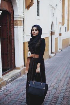 Here's another snap of the fashionable Shaimaa in Casablanca, Morocco. She did a great job making an accessory, her belt, a main ingredient of the outfit. It's definitely the most applicable color to compliment the overall tones of the look. This area was in an old part of Casablanca which provided the lovely stoned road work and colorful architecture that one expects of morocco. By: Langston Hues#modeststreetfashion #modestfashion