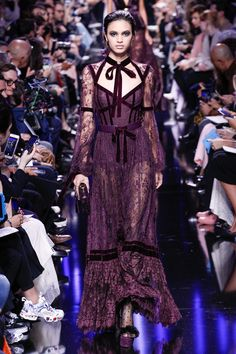 Elie Saab Fall 2017 Fashion Show - See the Complete Elie Saab Fall 201 . - Elie Saab Fall 2017 Fashion Show – See the Complete Elie Saab Fall 2017 Ready-to-Wear Collection. Fashion 2017, Runway Fashion, High Fashion, Fashion Show, Fashion Design, Paris Fashion, Fashion Check, Dance Fashion, Trendy Fashion