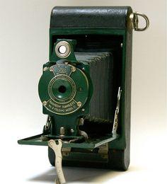 Antique Kodak No. 2 Folding Rainbow Hawkeye Model C folding camera Kodak Camera, Retro Camera, Camera Gear, Camera Equipment, Photo Equipment, Photography Equipment, Antique Cameras, Vintage Cameras, Hawkeye
