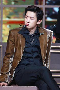 Apne shakal deka he kya 😎chanyeol Baekhyun Chanyeol, Sehun Oh, Kpop Exo, Exo Chanyeol, Rapper, Kim Jong Dae, Exo Korean, Xiuchen, Exo Members