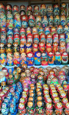 Always bright and cheerful. Izmaylovo flea market shopping. #friendlylocalguides #russiansouvenirs