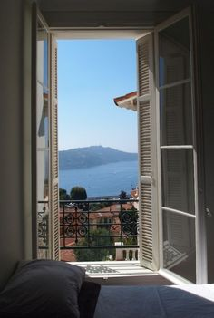 this reminds me of our little balcony in monaco overlooking the Riviera on our honeymoon