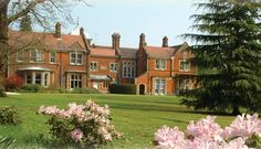 Oakwood House Maidstone With free parking and stylish bedrooms, Oakwood House features a popular bar. Set in leafy grounds, the hotel is situated in Maidstone. In a grand Victorian mansion, the hotel has 40 beautiful bedrooms, each with a TV.