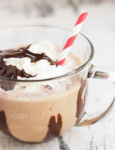 Burnt Toffee Chocolate Frappuccino - a refreshing summer treat you can make easily at home! Chocolate Day, Chocolate Espresso, Chocolate Toffee, Homemade Chocolate, Chocolate Frappuccino Recipe, Coffee Recipes, Just Desserts, Sweet Treats, Favorite Recipes