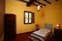 A singlr room in Il Caminetto appartment