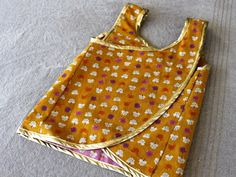 4 Seasons Crossover Top tutorial. reversible. good for art aprons too.