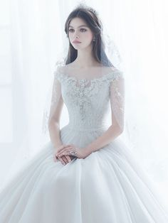 Shared by Ãsôsh ❀. Find images and videos about fashion, wedding and dresses on We Heart It - the app to get lost in what you love. Elegant Wedding Dress, Dream Wedding Dresses, Bridal Dresses, Wedding Gowns, Pretty Dresses, Beautiful Dresses, Weeding Dress, Dream Dress, Marie