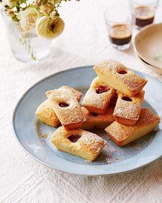 Rosé and raspberry financiers Summer Cake Recipes, Summer Cakes, Fruit Recipes, Financier Recipe, Friands Recipe, Afternoon Tea Recipes, Delicious Magazine, Almond Cakes, Pavlova
