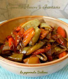 La peperonata alla siciliana è un contorno facile e delizioso.Si prepara in poco tempo ed è perfetto per ogni piatto anche sulla bruschetta di pane.