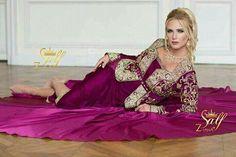 Arabic Dress, Girl Hijab, Traditional Dresses, Marie, Aurora Sleeping Beauty, Beautiful Women, Formal Dresses, Womens Fashion, Caftans