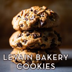Make Levain Bakery's chocolate chip walnut cookies from scratch at home! Bakery Recipes, Cookie Recipes, Dessert Recipes, Chocolate Chip Walnut Cookies, Chocolate Chocolate, Levain Cookies, Granola, Levain Bakery, Cookies From Scratch