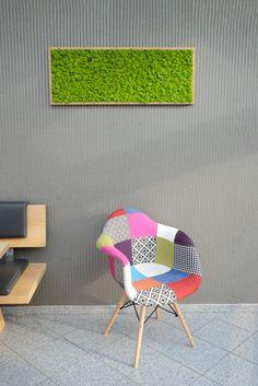 Ein echter Hingucker, dieses Raumvergrüner Moosbild. Moss Wall, Bunt, Magazine Rack, Furniture, Home Decor, Decoration Home, Room Decor, Home Furnishings, Home Interior Design