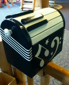 Make your postman smile with the piano key mailbox!