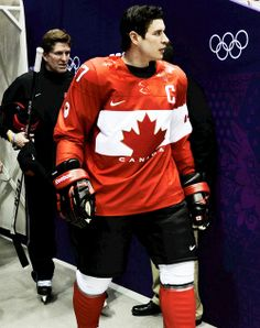 Sidney Crosby walking out to the Team Canada photo with Mike Babcock [Sochi, Feb Nhl Games, Hockey Games, Ice Hockey, Hot Hockey Players, Nhl Players, Olympic Hockey, Olympic Games, Canada Hockey, Pittsburgh Penguins Hockey