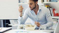¿No sabes qué comer en un día duro de trabajo? (iStock)