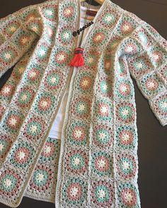 Dear Engin Lady cardigan on the way to … - Knitting Crochet Cardigans Crochet, Crochet Clothes, Crochet Jacket, Crochet Cardigan, Crochet Granny, Crochet Motif, Crochet Capas, Crochet Decoration, Boho Designs