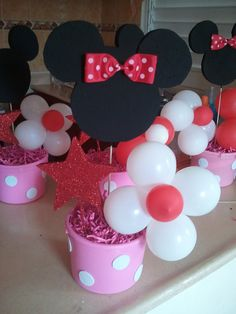 Lilly's Backyard: DIY Minnie Mouse Party Ideas: Centerpieces Like this. Minnie Mouse Party Decorations, Minnie Mouse Theme Party, Minnie Mouse Baby Shower, Mickey Party, Mouse Parties, Disney Parties, Mickey Mouse Birthday, 3rd Birthday Parties, 2nd Birthday