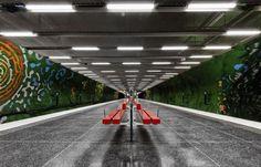 #SolnaCentrumStationMetro #métroStockholm #AndersAberg #KarlOlovBjor #Metro #stationDeMétro #Grottes #arts #streetArt #StationDeMétro #SolnaCentrum #lesPeintures #lesSuperbesLumières #effetDeGrandeur
