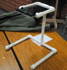 PadGadget's DIY iPad Project Spotlight: Document Camera iPad Mount Ipad Stand, Tablet Stand, Accessoires Ipad, Diy Tripod, Ipad Mount, Document Camera, Pvc Pipe Projects, Apple Watch Iphone, Ipad Holder