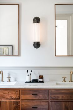 Modern Vintage Bathroom, Classic Bathroom, Bathroom Inspiration, Home Decor Inspiration, Bathroom Ideas, Style Inspiration, Bathroom Light Fixtures, Laundry In Bathroom, Easy Home Decor
