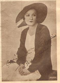 Bedia Muvahhit, (Emine Bedia Şekip) (1897, İstanbul - 1994, İstanbul). Tiyatro ve sinema sanatçısı. Türkiye'nin ilk Müslüman kadın sinema oyuncusu.