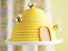 Celebrate your child's birthday with this adorable yellow beehive cake!