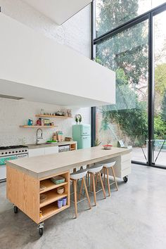 color palette: aqua + white.