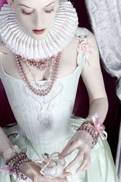 I know this is elizabethan and not rococo, but i love it anyways