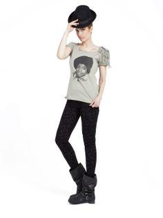 Michael Jackson khaki tshirt and baroque printed velvet leggings / Michael Jackson tişört ve barok desenli, kadife tayt www.gigidukkan.com