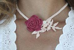 Foglie di lampone Rose collana all'uncinetto di mygiantstrawberry