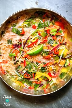 Quite often, the work day evening arrives and there are many things lacking. Food in the cupboard, inspiration, any inclination to cook.This Syn Free Lemongrass & Ginger Rice Noodle Soup is perfect for those days. Healthy Work Snacks, Healthy Soup Recipes, Low Calorie Recipes, Clean Eating Recipes, Healthy Meals, Pescatarian Recipes, Savoury Recipes, Dinner Healthy, Healthy Chef