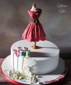 Dressmakers Dummy - Cake by Callicious Cakes Pretty Cakes, Cute Cakes, Beautiful Cakes, Amazing Cakes, Cake Icing, Fondant Cakes, Eat Cake, Cupcake Cakes, Sewing Machine Cake