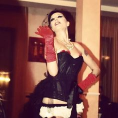 Burlesque show from Paris 15 novembre 2014 Antico Uliveto Mizi's show info spettacoli lavieenrougeeventi@gmail.com