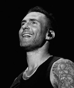 What a smile😍😍 Adam Levine, Maroon 5, Cool Bands, Celebrities, Instagram, Hairstyles, Musicians, Hot Guys, Handsome