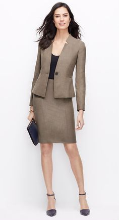 ann-taylor-dark-stone-taupe-heather-all-season-stretch-one-button-jacket-brown ---- Lilian Queiroz ----- Womens Dress Suits, Dress Clothes For Women, Suits For Women, Casual Fall Outfits, Office Outfits, Classy Outfits, Office Fashion, Work Fashion, Fashion Today
