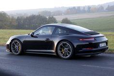 Porsche prépare une version de sa 911 GT3 type 991 à boite de vitesses mécanique pour les indéfectibles du petit levier de vitesse et de sa pédale d'embrayage.