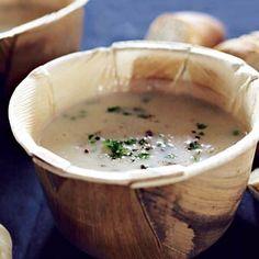 Recept - Gepofte knoflooksoep - Allerhande *Verse tijm meekoken, citroensap toevoegen voor opdienen. Makkelijk in te vriezen.