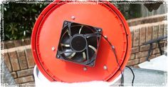 How to design and build your own off the grid solar power Bucket Air Conditioner. Step by step instructions and pictures walking you through the project. Bucket Air Conditioner, Diy Air Conditioner, Off The Grid, Diy Interior, Diy Swamp Cooler, Homemade Cooler, Home Made Camper Trailer, Plastic Bottle House, Bucket Cooler