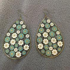 Floral earrings Vintage-esq floral earrings. Cleaned and disinfected. Jewelry Earrings