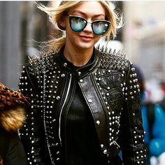 WHO RUN THE WORLD ??? G I R L S ... And their beautiful sunglasses 😍😎 www.oticavisaocentral.com.br #ótica #óculos #fashion #hadid #bey #estilo #moda #siga #lifestyle